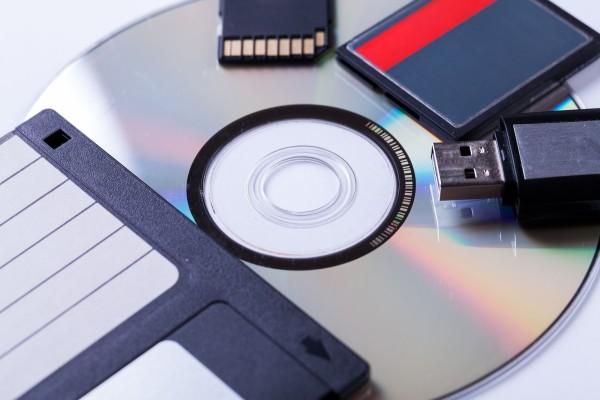 Vernichtung von CDs / DVDs, USB, Kreditkarten gemäß DIN 66399/2